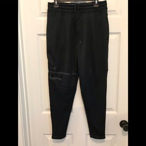 Men's Under Armour tapered athletic pant.